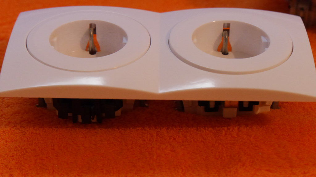 sortiment steckdosen doppelsteckdose lichtschalter blende rahmen aus einer serie ebay. Black Bedroom Furniture Sets. Home Design Ideas