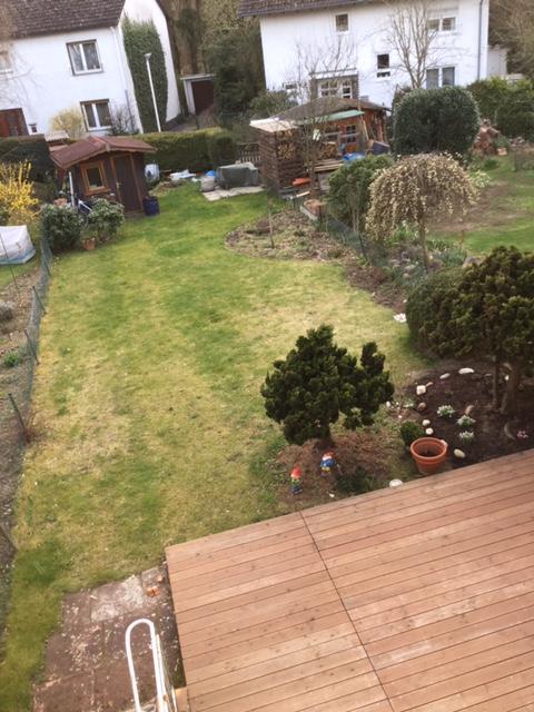 Schmaler reihenhausgarten 2 version besser seite 1 for Gartengestaltung schmaler garten