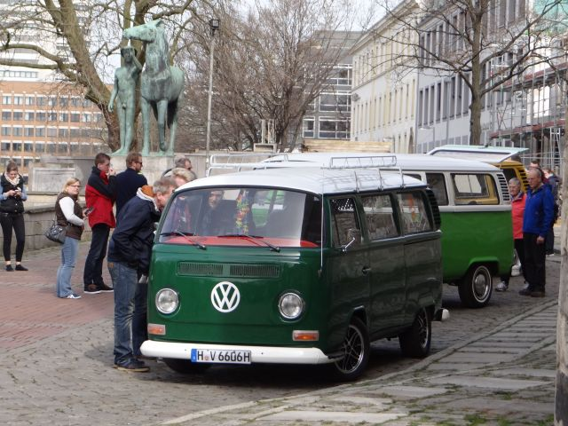 das vw bus forum 73 bilder vom bulli bummel in hannover. Black Bedroom Furniture Sets. Home Design Ideas
