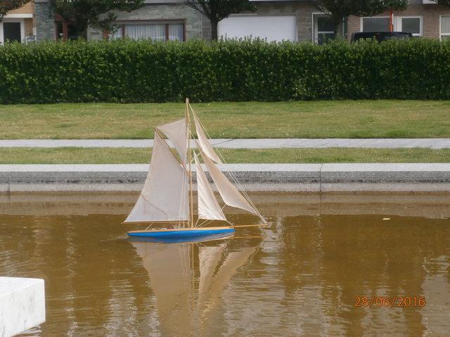 Aide et assistance: un voilier de 65 cm de long. - Page 2 26040002lk