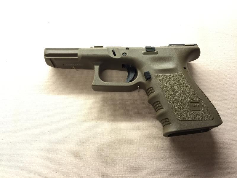 Glock 19 Gen3 Griffstück oliv - bei JSE Weihburggasse - PULVERDAMPF