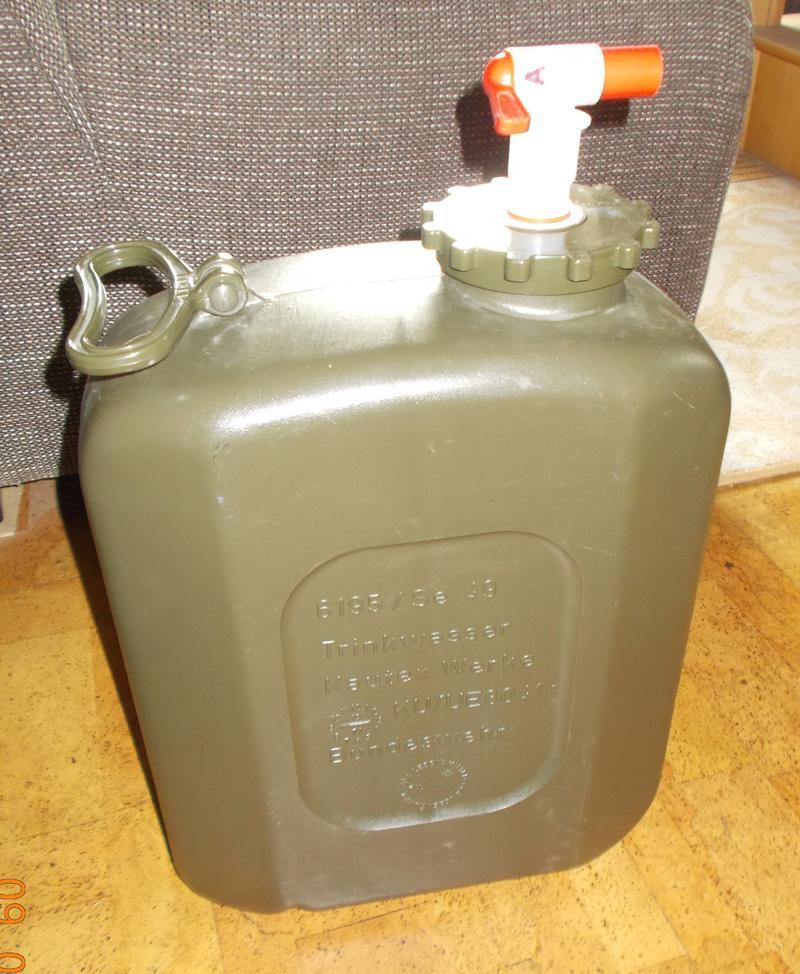 bw 20l wasserkanister kunststoff mit absperr hahn suche biete milit rfahrzeugforum. Black Bedroom Furniture Sets. Home Design Ideas
