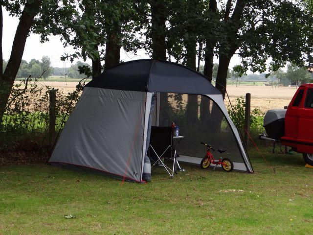 camping tipp kleiner pavillon zum schnellen aufbau. Black Bedroom Furniture Sets. Home Design Ideas