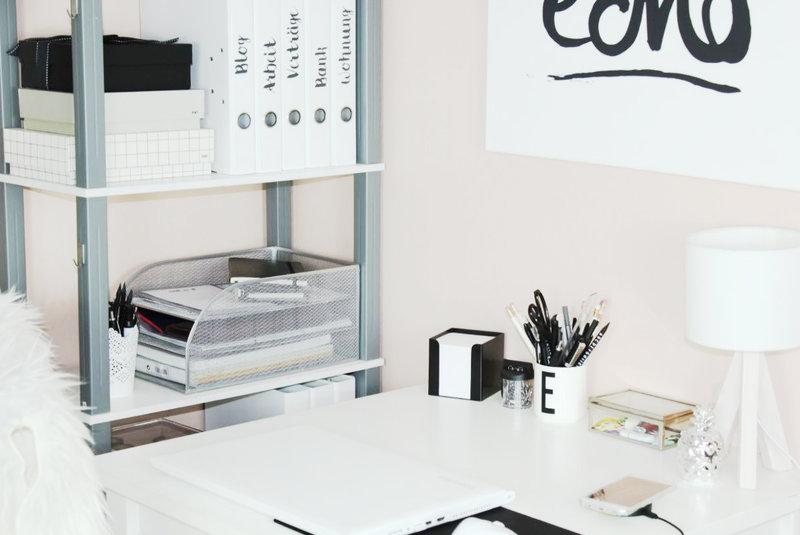 ordnung halten auf dem schreibtisch im b ro just ella maria. Black Bedroom Furniture Sets. Home Design Ideas
