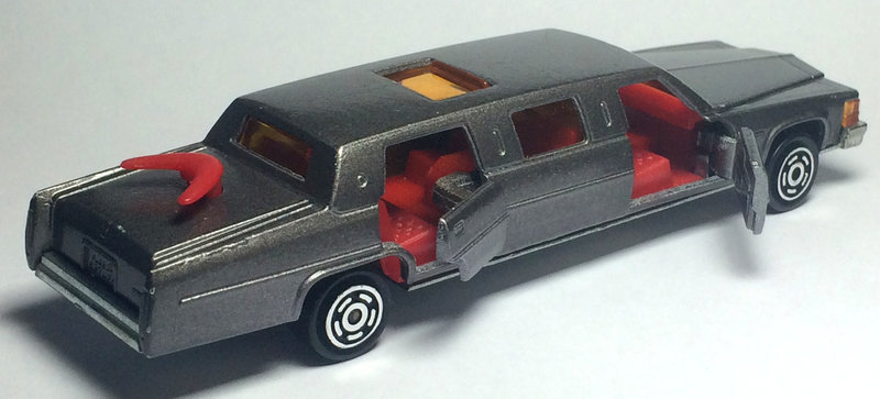 N°339 Cadillac Limousine 27098694kf