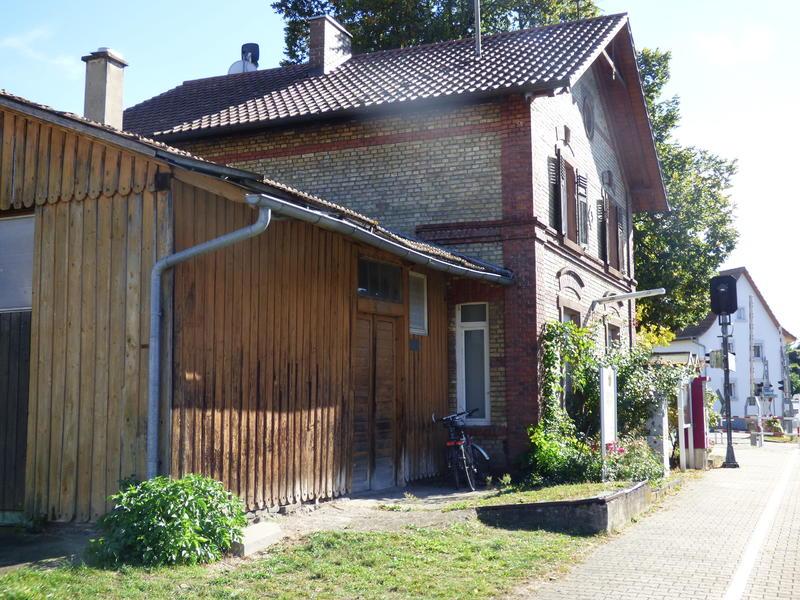 SWEG Bahnhofsgebäude Jechtingen  27176037po