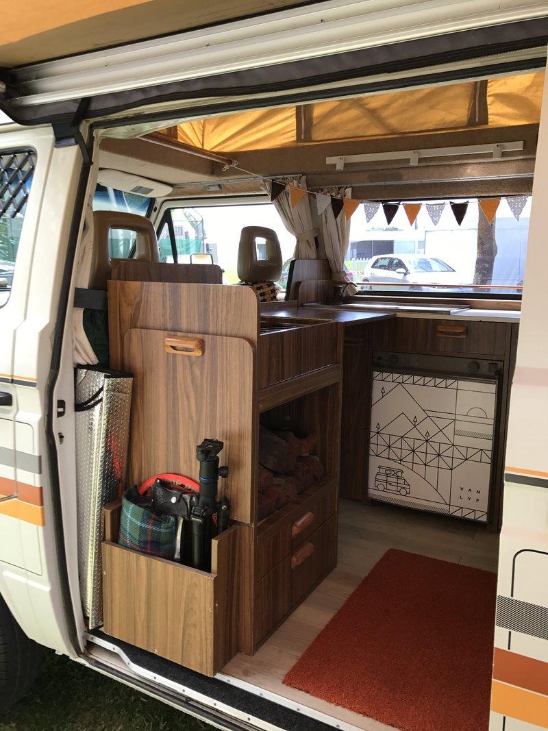 unser zuhause auf vier r dern lori der beste campingbus. Black Bedroom Furniture Sets. Home Design Ideas