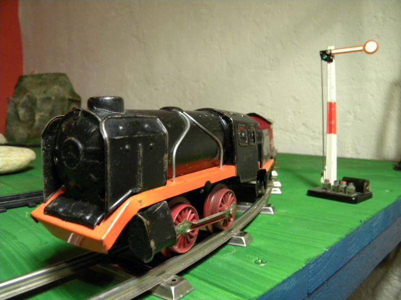 Aufziehbahn von Beckh in Spur 0, Lokomotive mit Kunststoffrädern 27662105qj