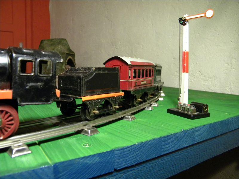 Aufziehbahn von Beckh in Spur 0, Lokomotive mit Kunststoffrädern 27662106lq