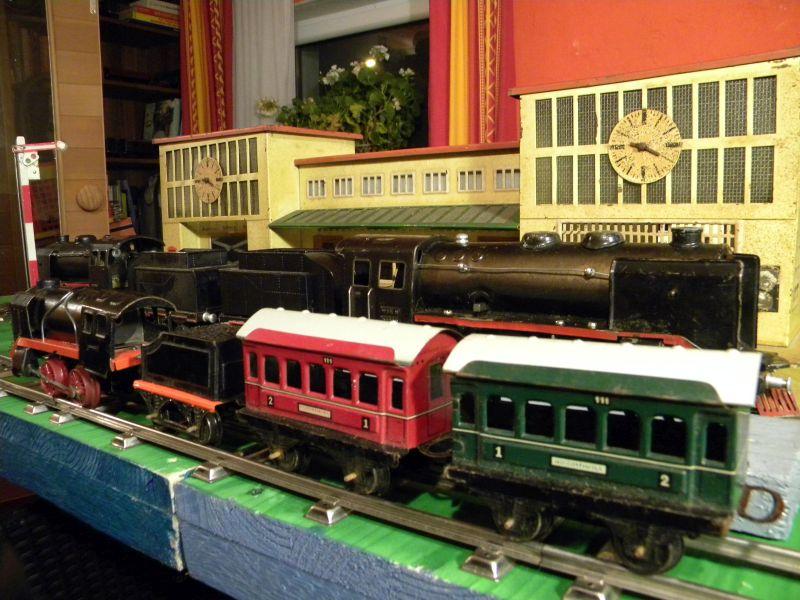 Aufziehbahn von Beckh in Spur 0, Lokomotive mit Kunststoffrädern 27662108hi