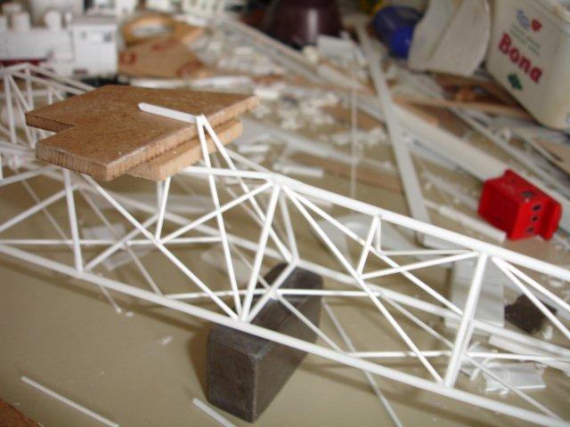 Baustufenbilder eines Hafenkran in H0 27934809po