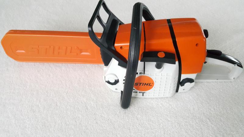 stihl kinders ge spielzeugs ge kinder batterie gummikette kind spielzeug ebay. Black Bedroom Furniture Sets. Home Design Ideas