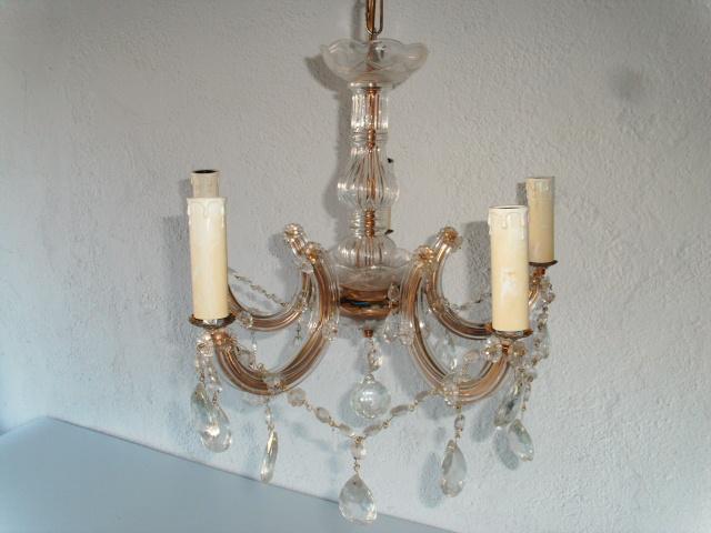 kleiner romatisch verspielter kronleuchter f r kleine. Black Bedroom Furniture Sets. Home Design Ideas
