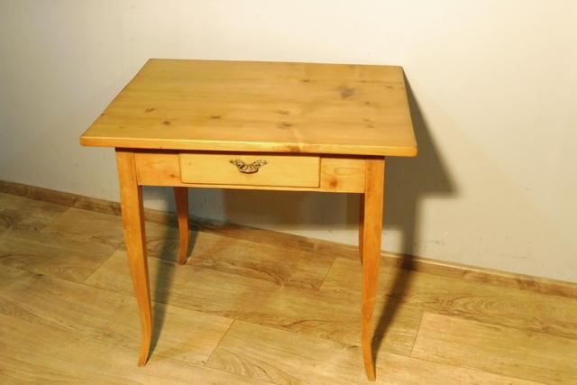 Tisch in weichholz antik jugendstil esstisch for Wohnzimmertisch jugendstil