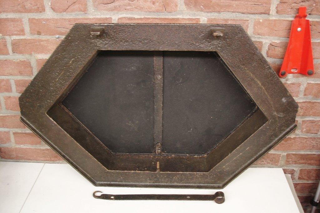 dachfenster fenster dachluke gusseisen mit spiegel loft industrial look ebay. Black Bedroom Furniture Sets. Home Design Ideas