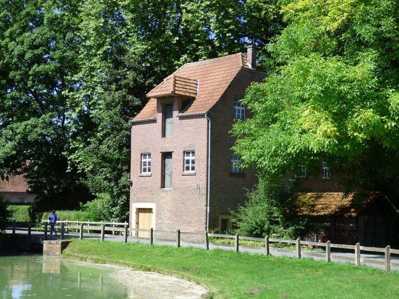 Wasserschloß Darfeld und seine Wassermühle 29679096jb