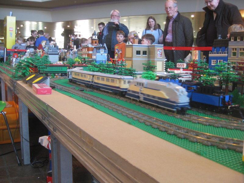 LEGO-Eisenbahn 31944442il