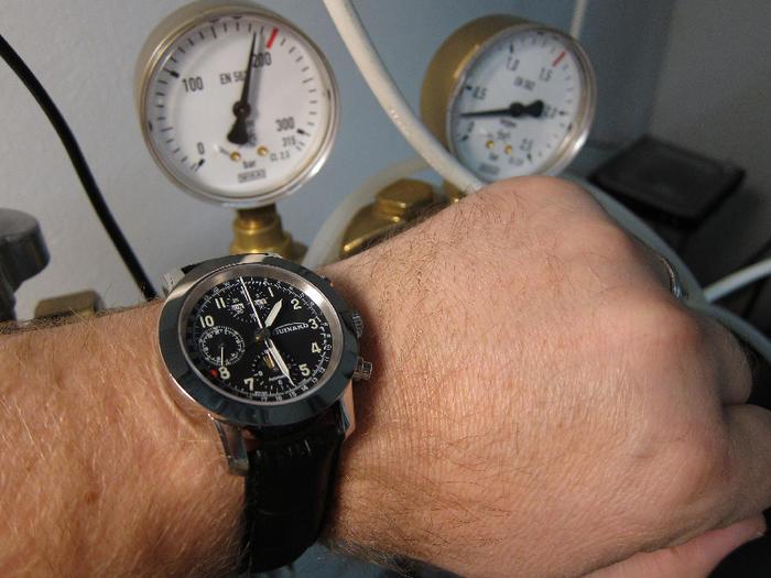 Armbanduhr am arm  Habe eine Uhr gekauft - Weitere deutsche Uhren - WATCHLOUNGE FORUM