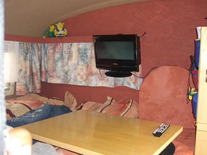 befestigen eines flats an der wand qek junior qek forum. Black Bedroom Furniture Sets. Home Design Ideas