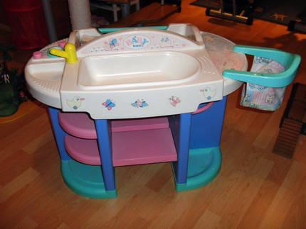 biete baby born wickeltisch. Black Bedroom Furniture Sets. Home Design Ideas
