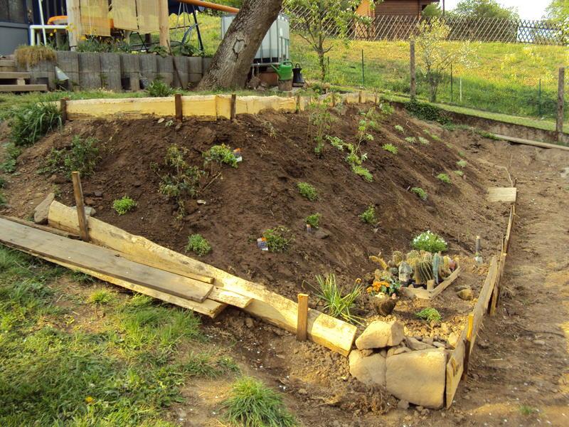 garten mit abhang gestalten – bankroute, Gartenarbeit ideen