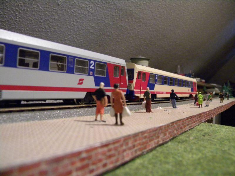 SLB-Züge und anderer Umleitungsverkehr auf der Fahrt durch Hellau 6997513afg