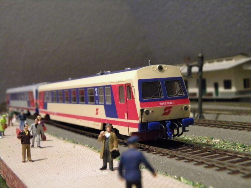 SLB-Züge und anderer Umleitungsverkehr auf der Fahrt durch Hellau 6997515deh