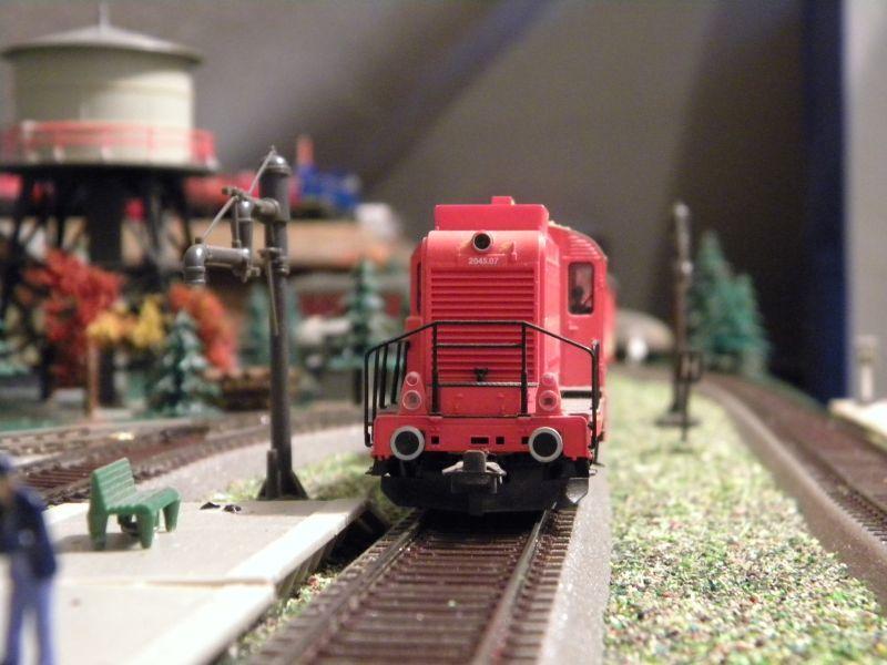SLB-Züge und anderer Umleitungsverkehr auf der Fahrt durch Hellau 6997517ttg