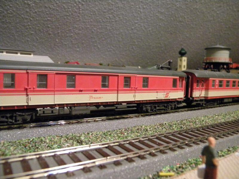 SLB-Züge und anderer Umleitungsverkehr auf der Fahrt durch Hellau 6997524nes