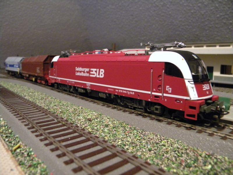 SLB-Züge und anderer Umleitungsverkehr auf der Fahrt durch Hellau 6997540vwa