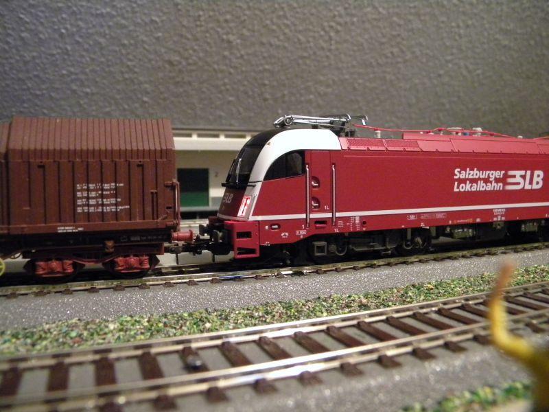 SLB-Züge und anderer Umleitungsverkehr auf der Fahrt durch Hellau 6997544jnm