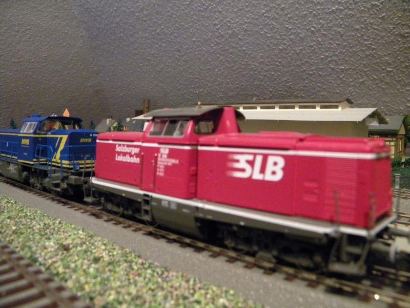 SLB-Züge und anderer Umleitungsverkehr auf der Fahrt durch Hellau 6997774zhm
