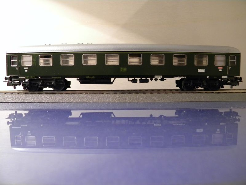1. Klasse Wagen/grün und blau: DB 7385584rwp