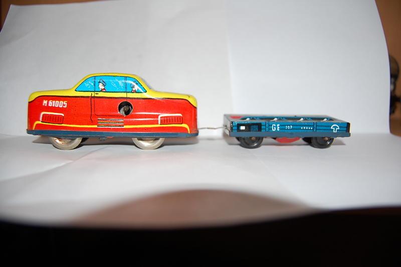 Kleiner blauer Güterwagen MAV  7393629dtm