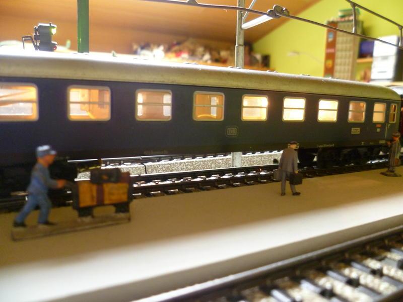 1. Klasse Wagen/grün und blau: DB 7394346qso
