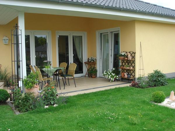 Beet an terrasse anlegen for Gartengestaltung beete