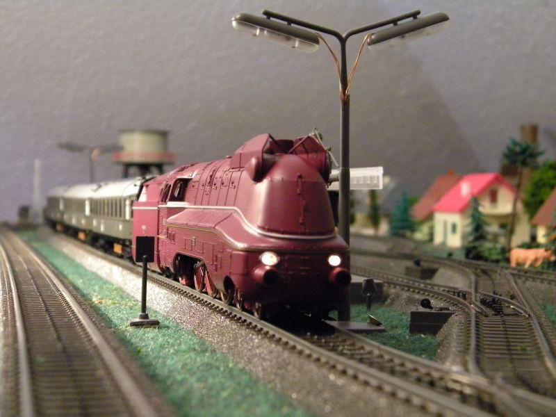 """BR03 mit Stromlinienverkleidung und """"Hechten"""" 7617408aeo"""