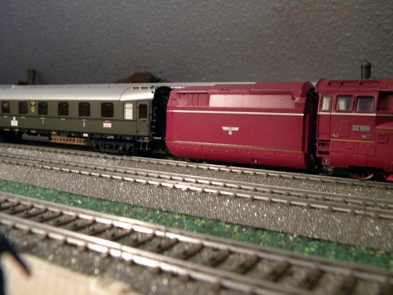 """BR03 mit Stromlinienverkleidung und """"Hechten"""" 7617411ghw"""