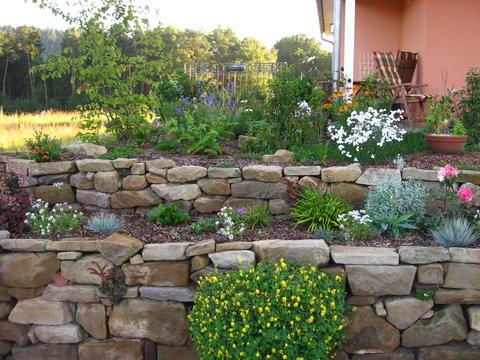 gartenbeet steine anlegen | möbelideen, Garten und Bauten