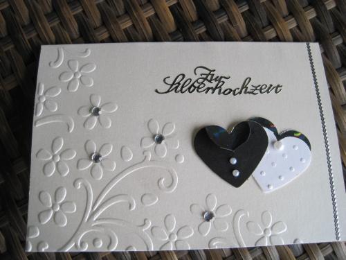 Das weiße und das schwarze Herz sind silber unterlegt (schlecht zu ...