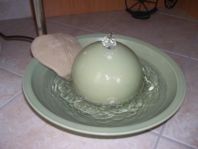 katzen forum es gibt wieder fehlerchenbrunnen bei keramik im hof. Black Bedroom Furniture Sets. Home Design Ideas