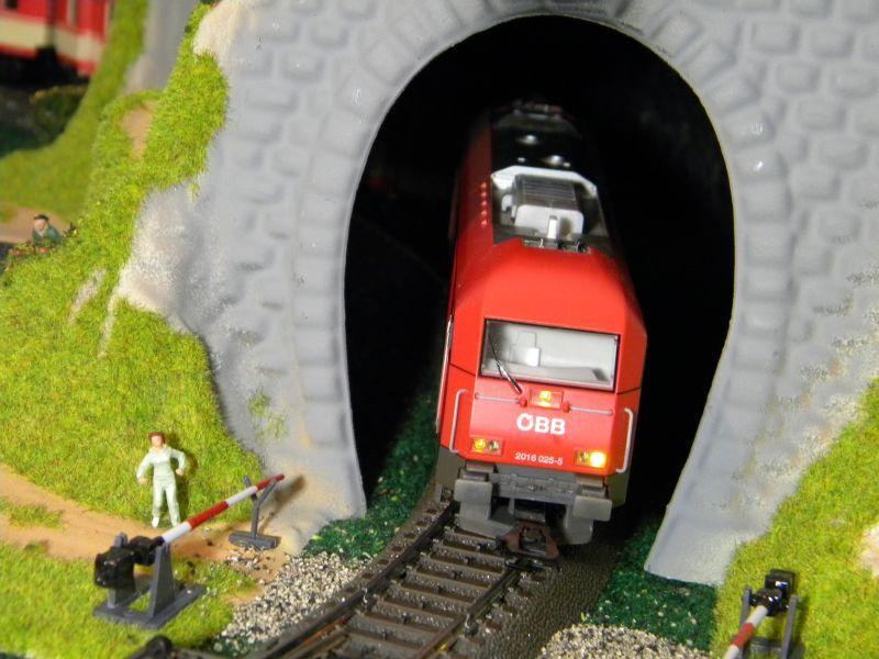 Kleiner Tunnel im Eck meiner Spielbahn 8355355mpe