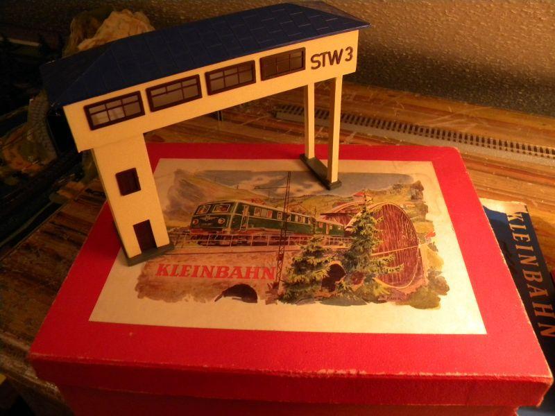 Stellwerk #3 (rd 1955) und Pullmann-Wagen #375 (ca. 1958-1960) 8476867csd