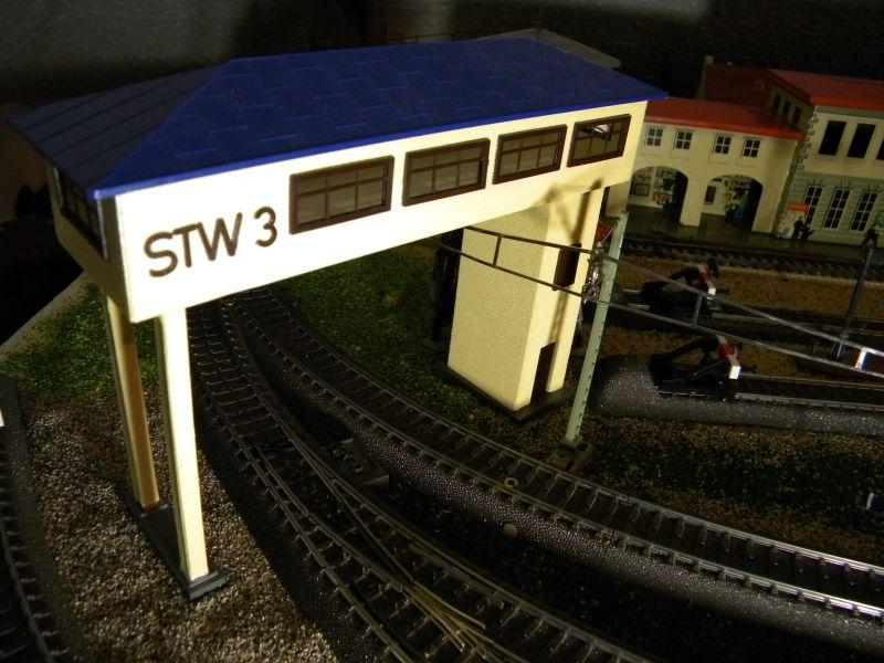 Stellwerk #3 (rd 1955) und Pullmann-Wagen #375 (ca. 1958-1960) 8476870qkt