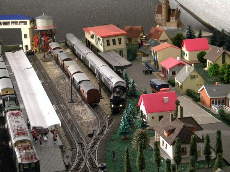 Hellau: Kleinbahnmaterial auf 3L-Gleisen von Märklin 8558398qbg
