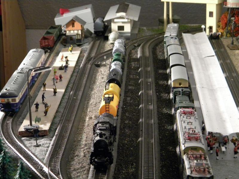 Hellau: Kleinbahnmaterial auf 3L-Gleisen von Märklin 8558399nev