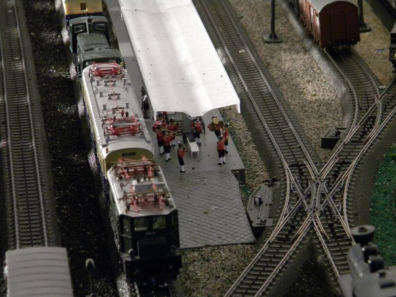 Hellau: Kleinbahnmaterial auf 3L-Gleisen von Märklin 8558400nnq