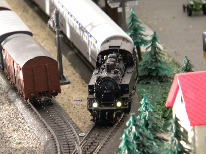 Hellau: Kleinbahnmaterial auf 3L-Gleisen von Märklin 8558401qgt