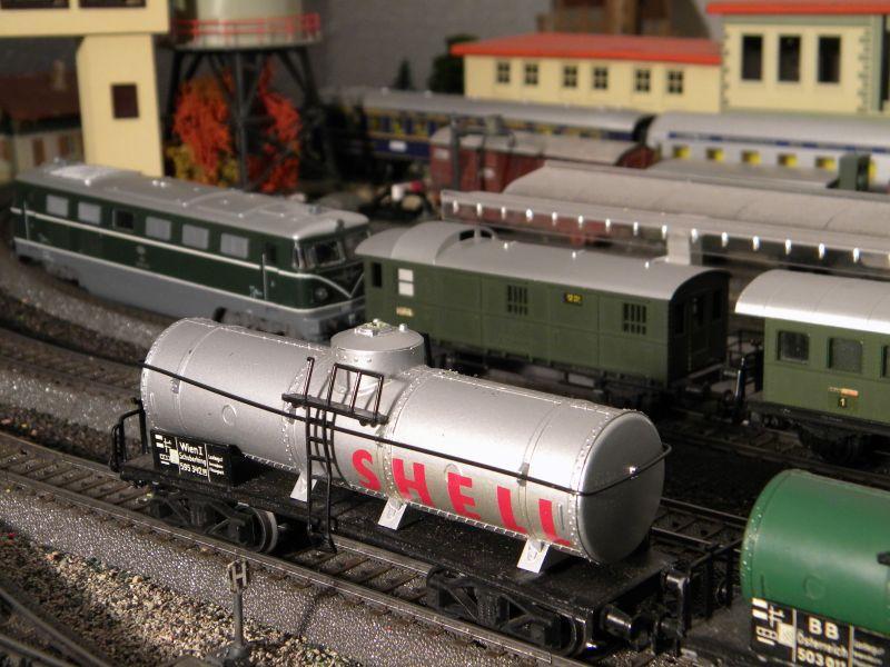 Hellau: Kleinbahnmaterial auf 3L-Gleisen von Märklin 8558412csg