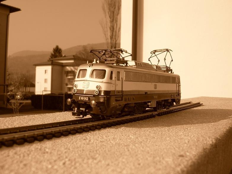DB E 10 1312 Bügelfalte Rheingold (Guss) 8627946nhp